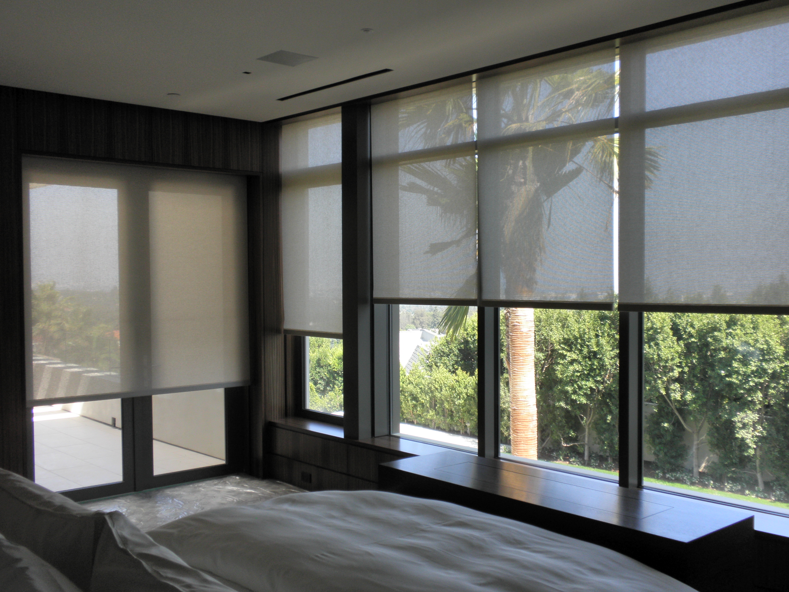 Effective shading solutions motorized shading advantages for Motorized blinds shades